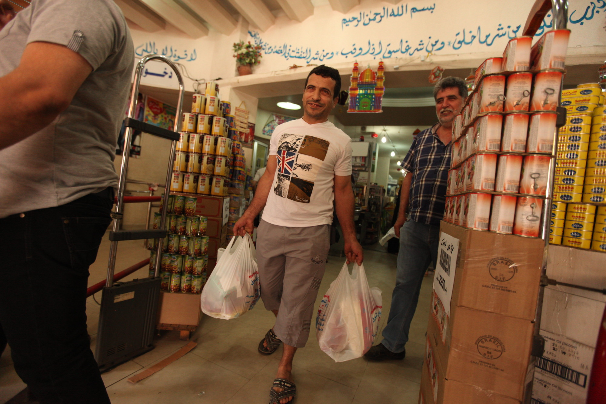 Syrian refugee uses vouchers to buy groceries
