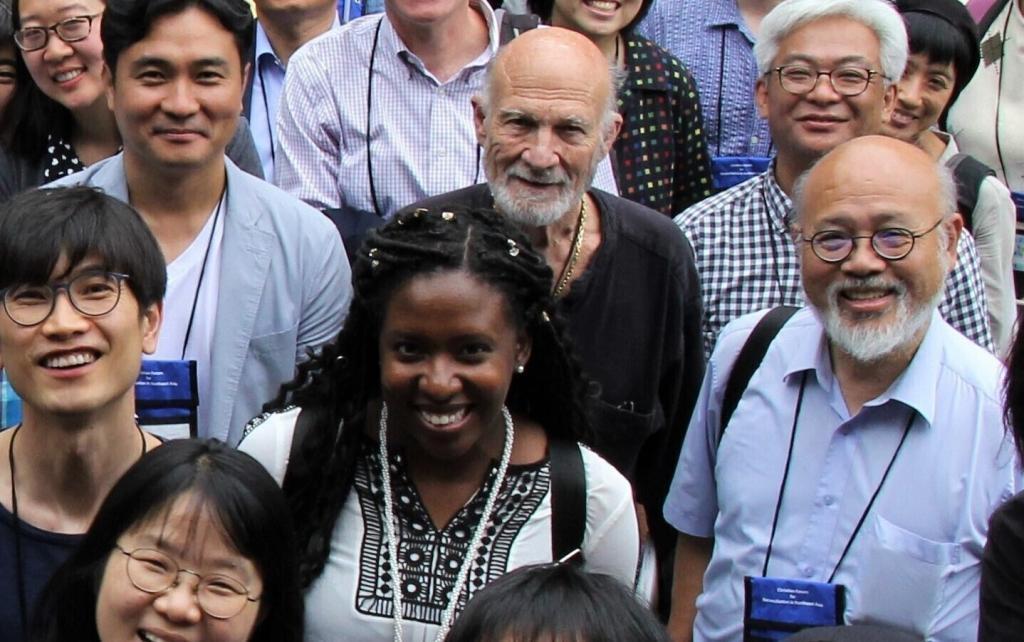 """<span class=""""photo-caption""""><a href=""""https://mcc.org/stories/entrevue-avec-stanley-hauerwas"""">Entrevue avec Stanley Hauerwas</a> :La pandémie, les Nations Unies et le renouveau de l'Église</span><span class=""""photo-credit"""">MCC Photo/Jennifer Deibert</span>"""