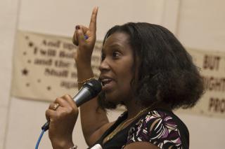 Mukarabe Makinto-Inandava speaks at a West Coast MCC immigration seminar.