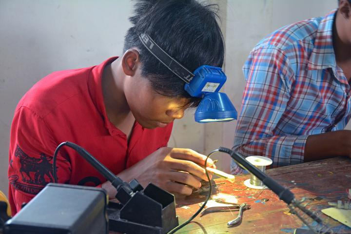 cell phone repair class Cambodia