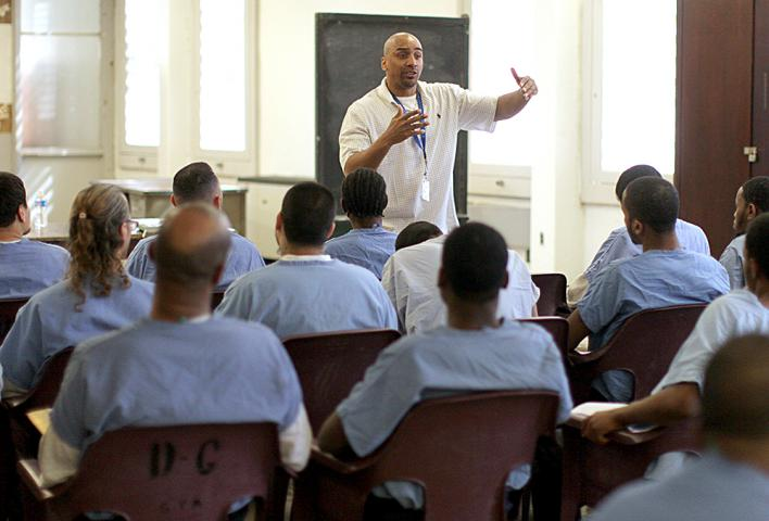 Muse easily keeps the inmates' attention as he talks about staying off drugs, treating others with kindness and being faithful to God.
