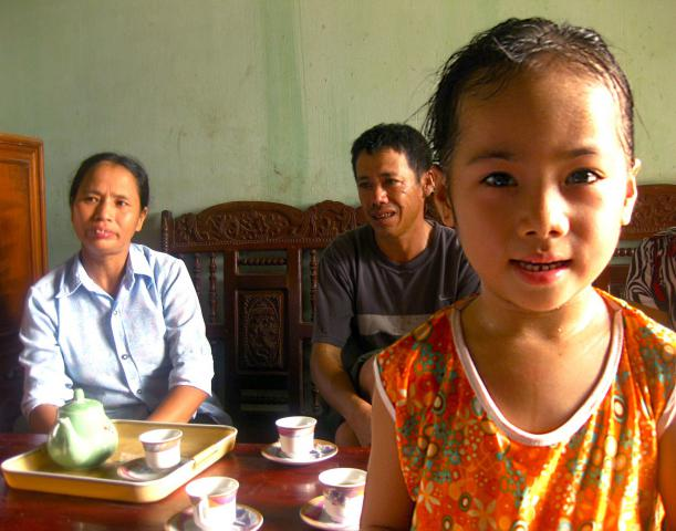 Linh Hoai Linh, shown with her mother, Vũ Thị Lương, and father, Trịnh Văn Thà, benefits from nutritious school lunches provided through MCC.